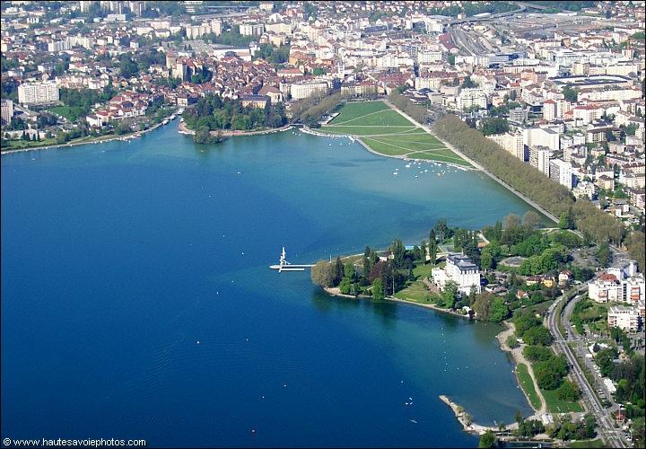 Vue a rienne de l 39 imp rial palace face au lac d 39 annecy - Office du tourisme annecy le vieux ...