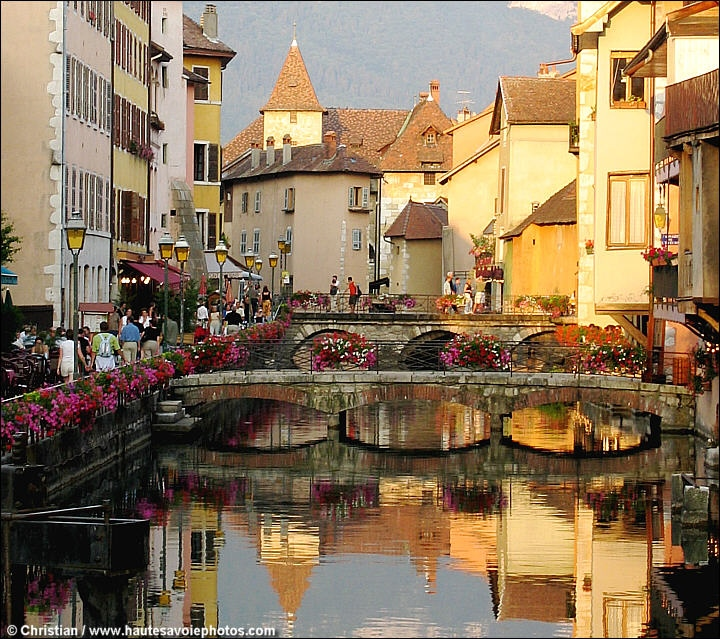 Reflets dans le canal du Thiou à Annecy