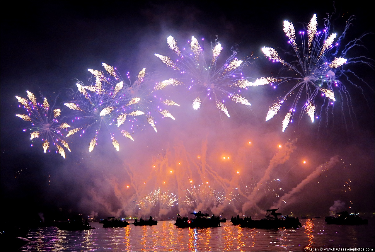 3 Fonds D Ecran 1280x860 Des Feux D Artifice Organises Pour La Celebre Fete Du Lac D Annecy En 2018