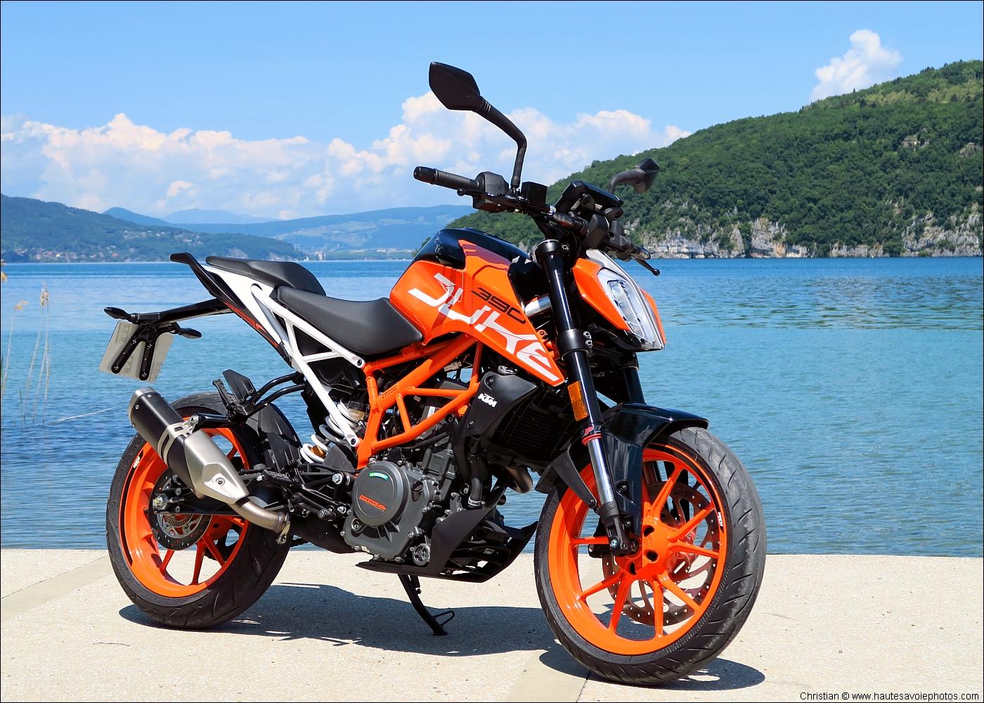 2 fonds d'écran en 1400x1000 : moto roadster KTM 390 Duke / Wallpaper
