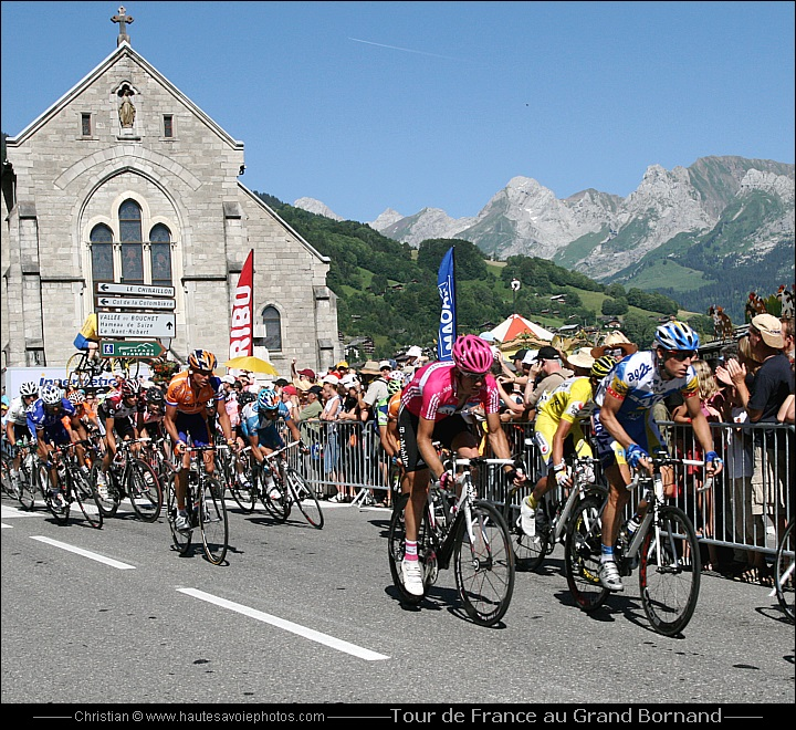 le peloton du tour de france 2007 arrivant au grand bornand. Black Bedroom Furniture Sets. Home Design Ideas