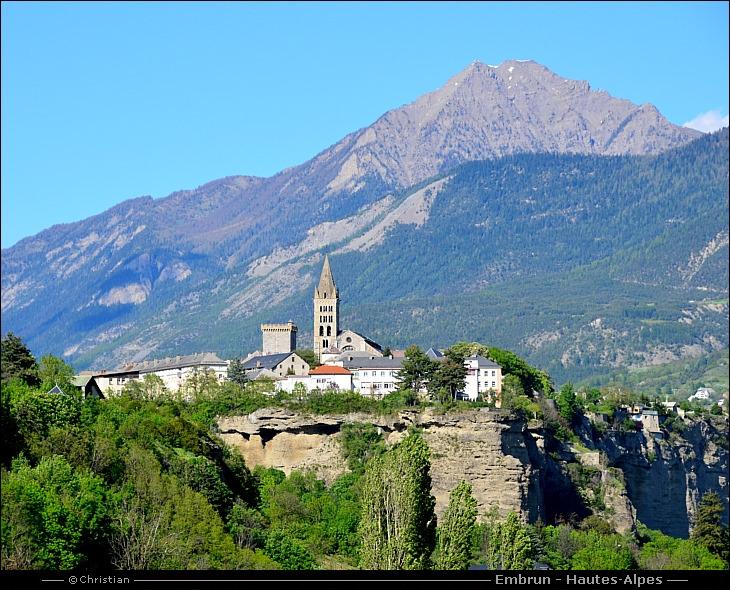 Visite embrun dans les hautes alpes en france - Office tourisme montgenevre hautes alpes ...