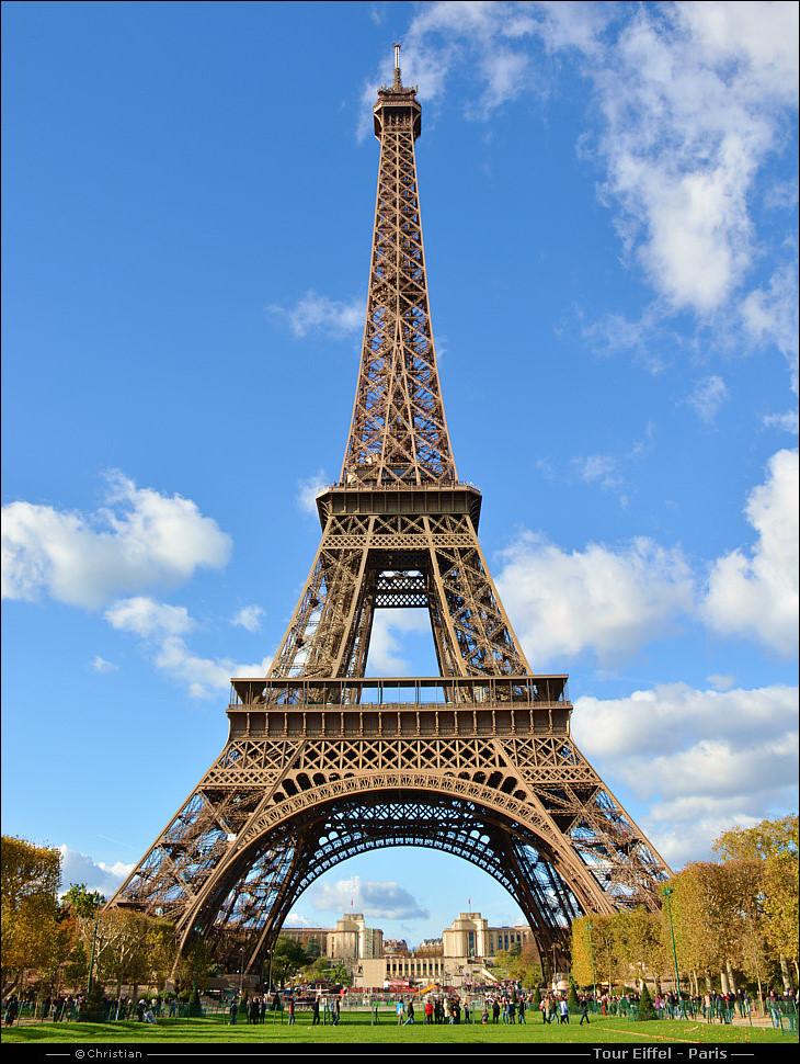 La Tour Eiffel Vue De Jour Et De Nuit 224 Paris